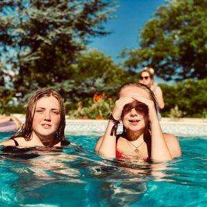 Pourquoi choisir une terrasse amovible pour piscine ?